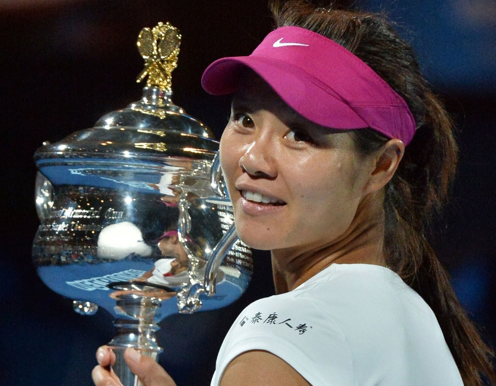 Li Na, one of Raducanu's two idols, the other being Simona Halep, posing with the winner's trophy of the 2014 Australian Open.